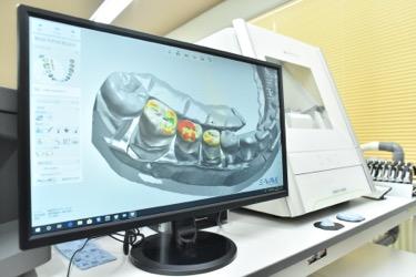 さまざまな機器をとり入れ、歯科治療を提供しています